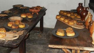 Кухня во дворце Хэмптон-корт, пироги на блюдах