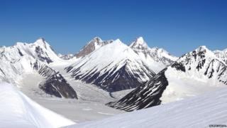 इ फुंगमा हिमनदी आणि साऊथ अर्गन हिमनदीचं जंक्शन