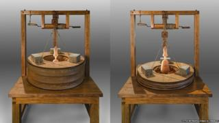 An image of the wooden model - on the left the bellows is expanded, and on the left it is compressed