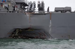 當地時間星期一凌晨5時24分,兩船在新加坡海峽東部發生相撞。