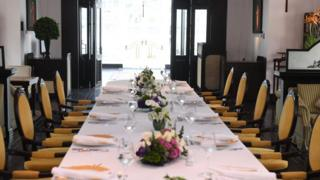 북미 정상이 업무 오찬을 가질 예정이었던 호텔의 식당에는 결국 아무도 앉지 않았다