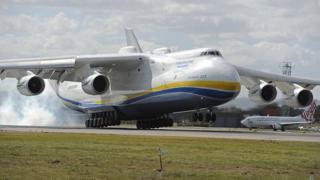 El avión.