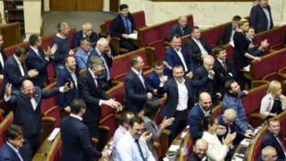 """В опубликованных хакерами письмах говорится о поддержке депутатами """"автономистских проектов"""" в Украине"""