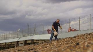 အင်္ဂလန်က လမ်းလျှောက် အမှိုက်ကောက် အဖွဲ့