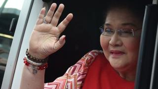 Philippines' former first lady Imelda Marcos waves to the crowd as she arrives for her son Vice Presidential candidate Ferdinand Marcos Jr.'s' Miting-De-Avance 'in Manila on May 5, 2016.