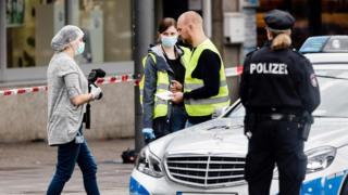 полиция у супермаркета после нападения