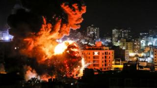 نتنياهو وصف رد إسرائيل على إطلاق الصواريخ من غزة بأنه قوي.