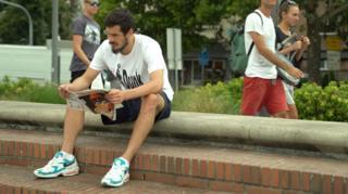Nikola Kalinic čita novine