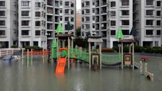 香港杏花邨一處兒童遊樂場被海水半淹(23/8/2017)