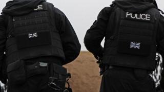 Cảnh sát hạt nhân Anh phải trải qua sự đào tạo và tập dượt nghiêm khắc nhằm vô hiệu hoá những kẻ xâm nhập vào các nhà máy điện hạt nhân của Anh