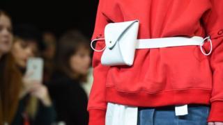 倫敦時裝周是新人設計師的天堂,從出道至今一直參加時裝周的華人設計師黃薇(Jamie Wei Huang)2018新品走秀已經從青澀走向成熟。