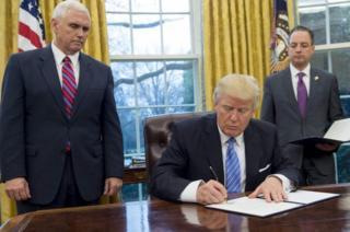 Ông Trump ký ba sắc lệnh trong ngày đầu tiên ở cương vị Tổng thống Mỹ