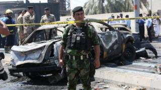Scene of car bomb attack in Basra (04/04/16)