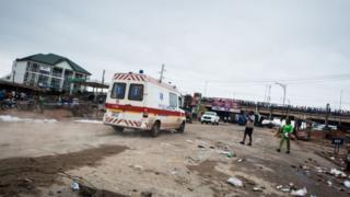 Ambulance dey go for road