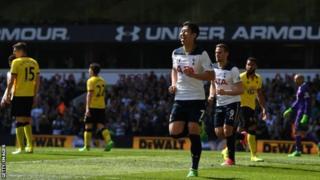 Mchezaji wa Tottenham Son Heung akisherehekea baada ya kuifungia timu yake mabao mawili dhidi ya Watford