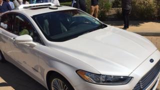 フォードはハンドルのない自動運転車の量産を目指している