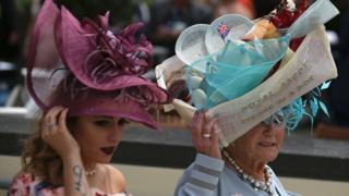 Женский день - без шляпки нельзя