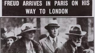 Зигмунд Фрейд на вокзале Гар де Л'Эст в Париже с Мари Бонапарт и Уильямом Буллитом