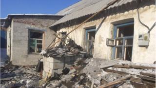 В руїнах будинків після обстрілу знайшли тіло жінки