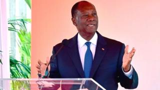 Outre les revendications sociales, la Côte d'Ivoire subit de plein fouet la baisse du prix de son premier produit à l'exportation.