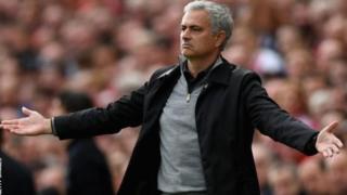 Mkufunzi wa Manchester United Jose Mourinho amekana uvumi unaoenea kwamba huenda akahamia PSG.