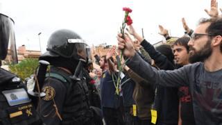 Policía y manifestantes