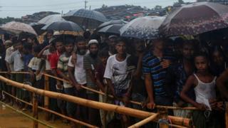 Rohingya people queuing in Bangladesh