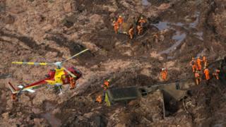 Helicópteros durante resgate em Brumadinho
