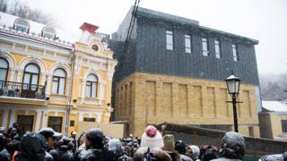 Новый фасад здания многим не понравился
