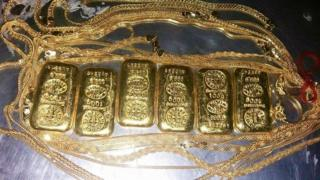 Six gold bars and a gold chain seized with a smuggler at Dhaka's airport