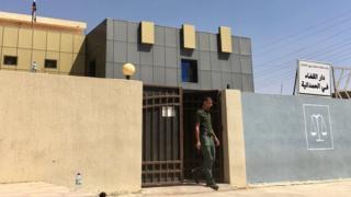 Здание суда, где слушаются дела плененных боевиков ИГ. Почти все они получают смертные приговоры