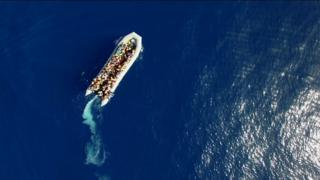 بیش از هفت هزار مهاجر ظرف چند روز گذشته از آبهای مدیترانه نجات پیدا کردند. مسولان ایتالیایی نگرانند که حدود ۲۰۰ نفر غرق شده باشند.