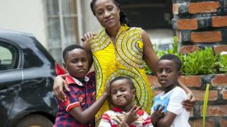 Mutinta Musokotwane-Chikopela com os filhos