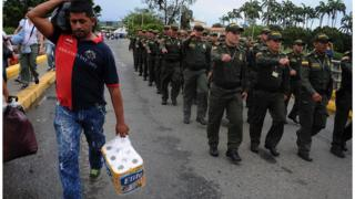 Venezuelans cross the Simon Bolivar bridge linking San Antonio del Tachira, in Venezuela with Cucuta, Colombia, to buy basic supplies on 16 July 2016.