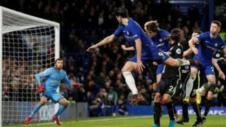 Mkufunzi wa Chelsea Antonio Conte ametaja ukosefu wa bahati katika kikosi chake kama sababu ya wao kuwa pointi 13 nyuma ya viongozi wa ligi Manchester City