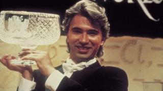 Карьера Хворостовского на Западе началась с победы на международном конкурсе оперных певцов Би-би-си в Кардиффе в 1989 году
