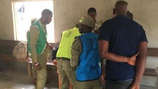 Corpers wey dey work as INEC dey prepare voting point for Ward 2, Unit 7, Okeruku Ikere-Ekiti where di PDP Candidate Prof. Olusola Eleka go cast im vote on Saturday.
