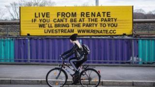 柏林电子音乐派对在疫情期间不中断,爱热闹的人们在家也可以用流媒体播放派对