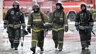 Группа пожарных в Кемерове