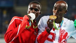 Paul Kipngetich Tanui, de Kenia y el británico Mohamed Farah de origen somalí