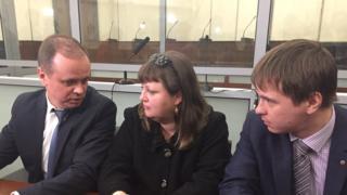Оксана Севастиди со своими адвокатами Иваном Павловым (слева) и Евгением Смирновым в Верховном суде
