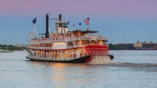 A-steamer-on-the-Mississippi.
