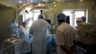 Хірурги під час операції