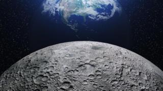 صورة تجمع بين كوكب الأرض وسطح القمر