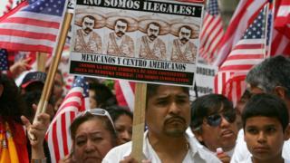Нелегальные мигранты на марше протеста в Нью-Йорке