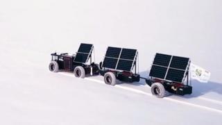 Пластиковая машина на солнечных батареях.