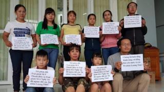 Vợ các tù nhân chính trị tại Việt Nam phản đối chính sách mà họ cho là 'ngược đãi' của nhà tù