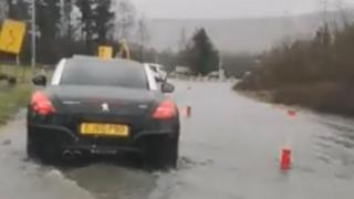 Mobile phone footage of conditions on the A465