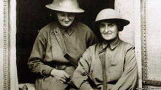 Mairi Chisholm (l) and Elsie Knocker (r)