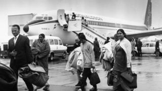 યુગાન્ડાથી હિજરત કરીને બ્રિટન પહોંચેલા ભારતીયોની તસવીર